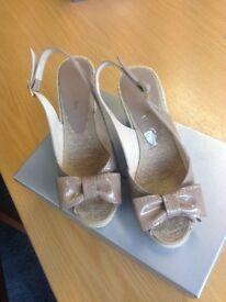 Jane Shilton Taupe wedge sandal Size 4