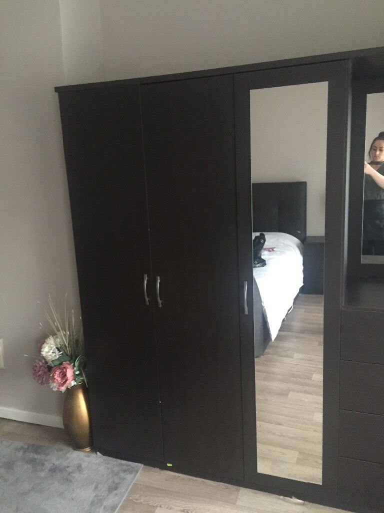 3 door wardrobe with dressing table