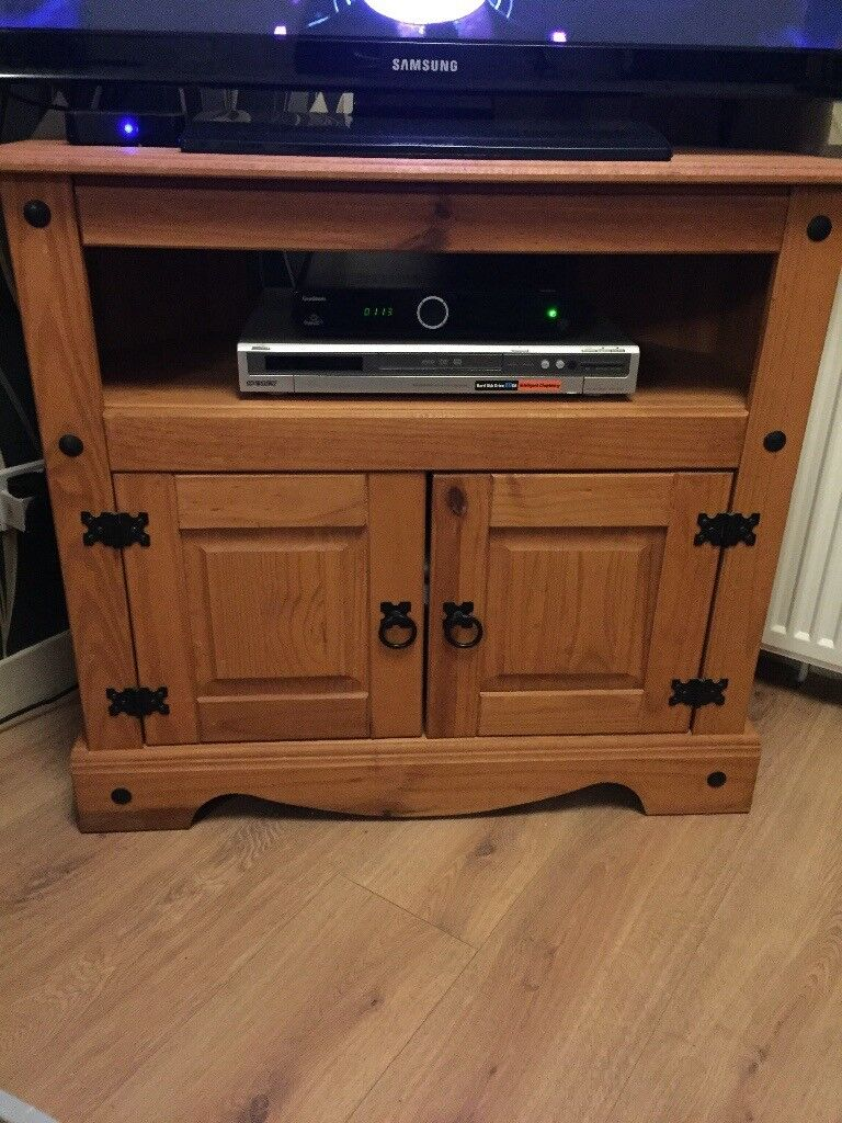 Oak Effect Living Room Furniture 2 X Tall Cabinets Tv Unit Coffee Table In East End