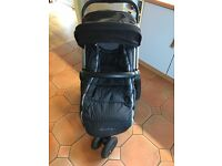 Quinny Buzz - Black - Great Condition- Includes Carry Cot & Rain Covers