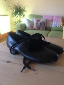 Tap shoes size 13