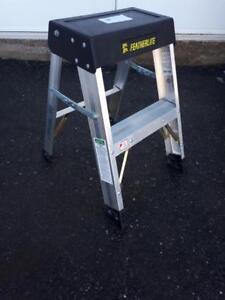 Escalier 2 marches neuf Aluminium Featherlite grade 1a cap. 300 lbs