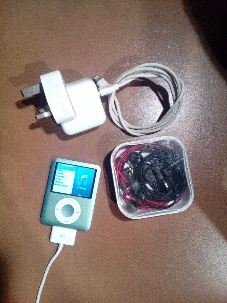 iPod A1236 3rd gen for sale with Sennheiser headphones
