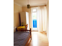 Lovely single room in docklands, south quay, canary wharf. Available now.