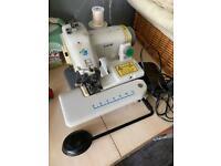 Blind hemming sewing machine