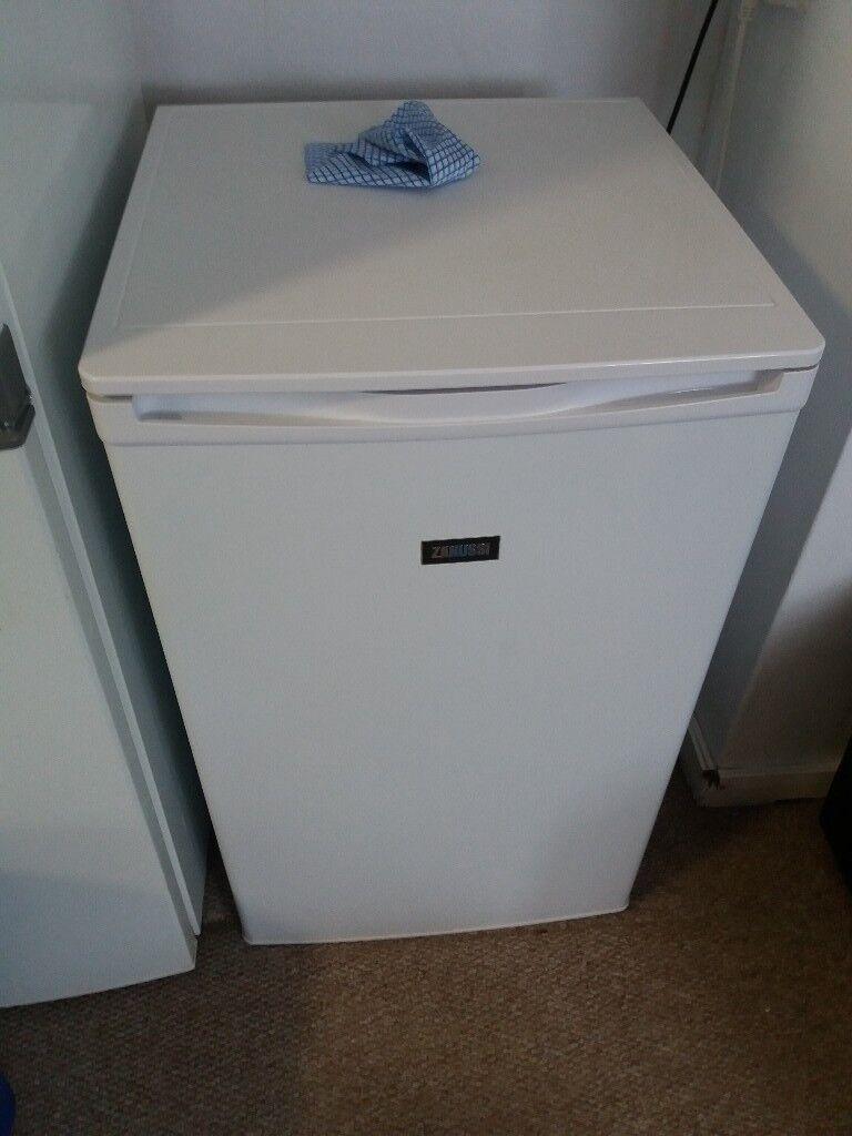Zanussi fridge ZRG11600WA - Excellent condition
