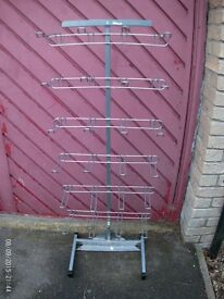 Euro Hook Stand