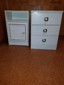 2 X White Bedside Unit/ Chest of Drawers