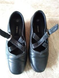 ** LADIES/GIRLS 'PAVERS' LEATHER SHOES **