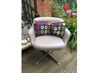 Fabulous Vintage 1960s/70s swivel chair