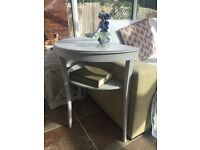 Beautiful mid 20th Century console/hall table in pale grey.