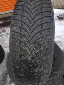 4 PNEUS HIVER - MAXIS 195 65 15 - 4 WINTER TIRES