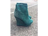 **Never worn** Suede ankle boots