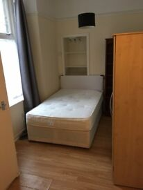 Room to rent in West End (Bank Street) - 3 min away from University of Glasgow