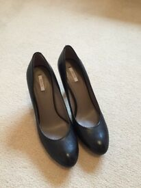 Ladies Size 6 Geox Black Shoes