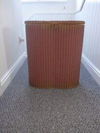 Linen basket - sturdy, dusky pink with gilded edges. Original retro-style.