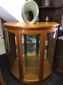 Display cabinet can deliver