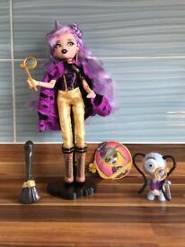 Bratz Bratzillaz Yasmina Clairvoya Doll and her Pet Winkers
