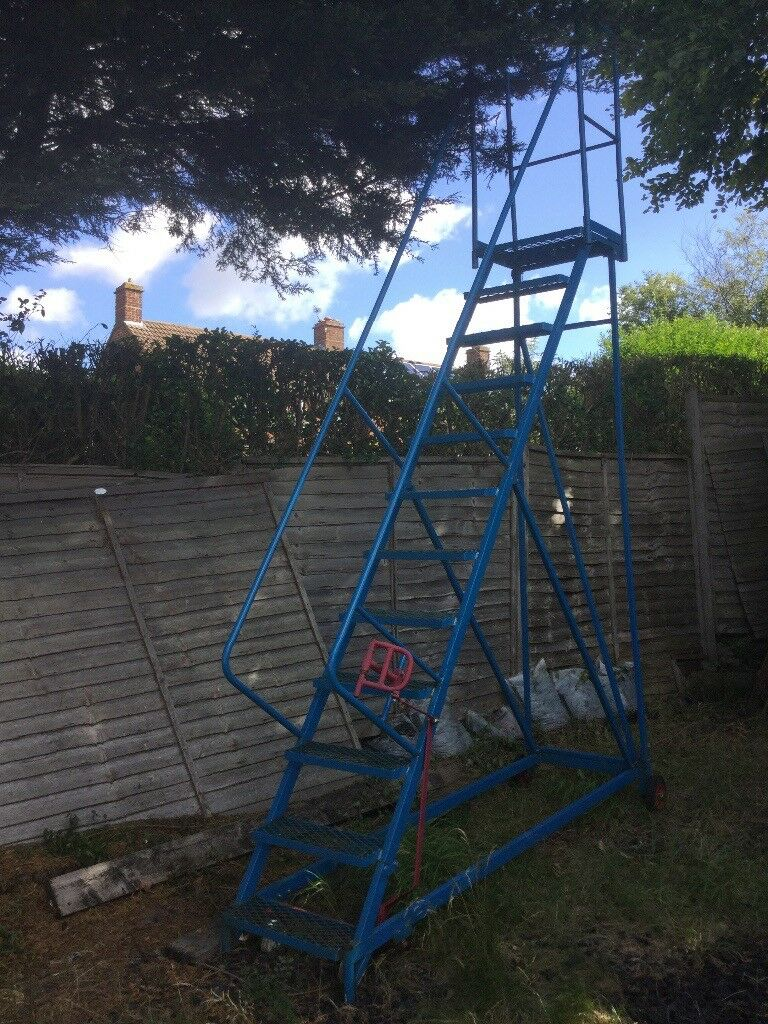 SAFETY LADDER. EXCELLENT CONDITION.