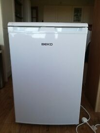 REFRIDGERATOR IN EXCELLENT CONDITION
