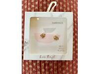 Gorgeous Gold plated leaf earrings.....new in the box and unopened!