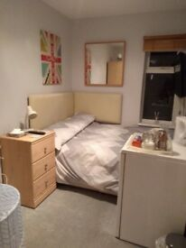 Room to let with 4ft bed in private house in Balderton. £80pw all inclusive. Shared bathroom.