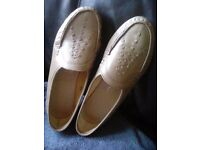 Ladies sandpiper leather shoes