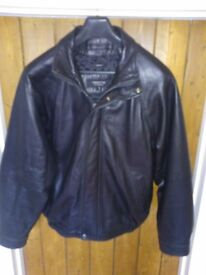 MENS LAMBS LEATHER ZIPPED CASUAL JACKET, SIZE M, FULLY LINED, HONESTLY LIKE NEW