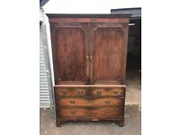 Georgian mahogany Linen press / wardrobe