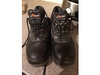 Size 10 steel toe trainers good for delivery