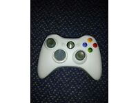 xbox 360 wireless controller.white fully working,usual wear on left toggle stick .