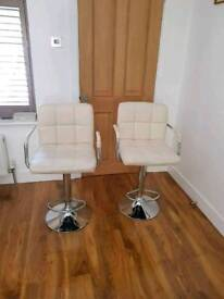 Swirling cream chair in excellent condition plus an additional brand new seat