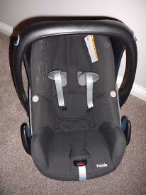 Maxi-Cosi Pebble Group 0+ Car Seat (Total Black) & Rain Cover