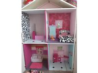 Barbie dolls house (including dolls + accessories)