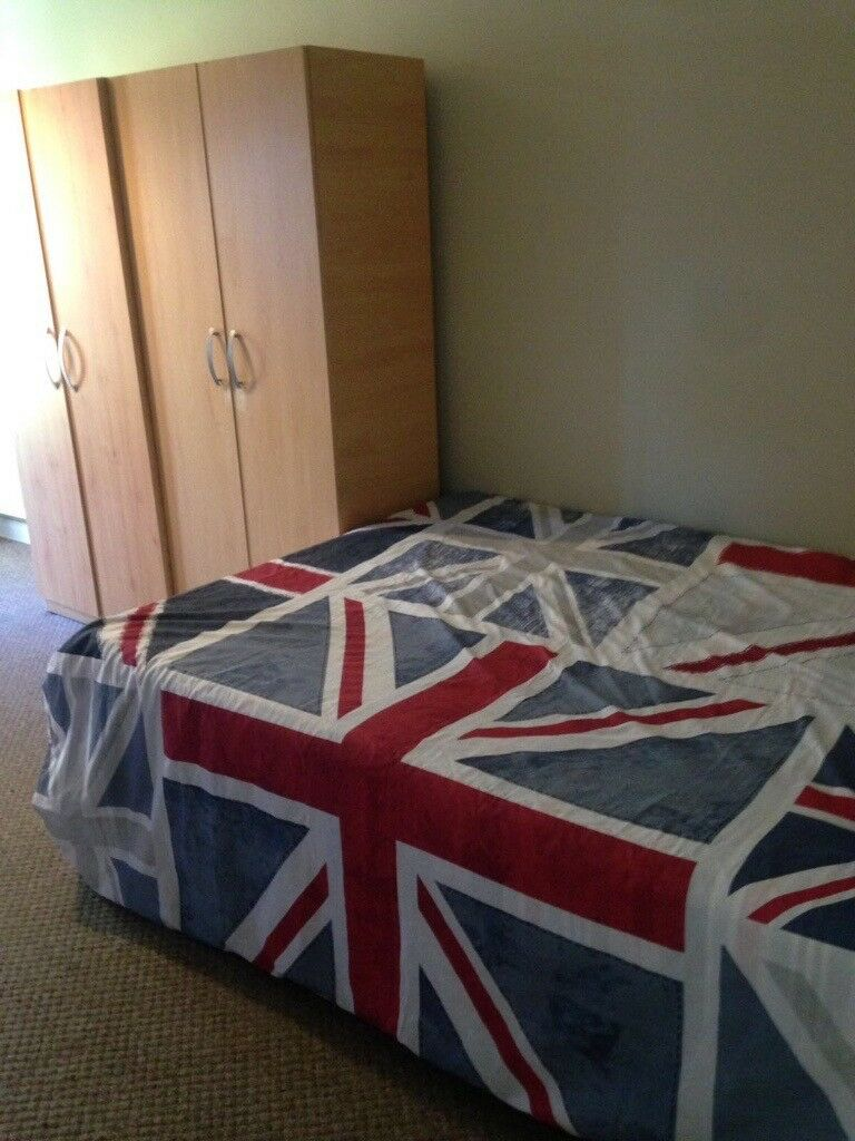 CLEAN DOUBLE ROOM WITH PRIVATE GARDEN!! EALING*** ALL INCLUSIVE**