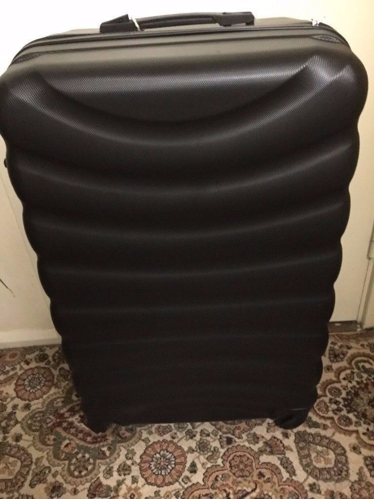 4 wheels hard shell lockable suitcase with handle only £20