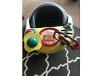 Baby snug seat with accessory tray