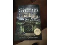 Elly Griffiths-The Chalk Pit NEW PAPERBACK NOVEL