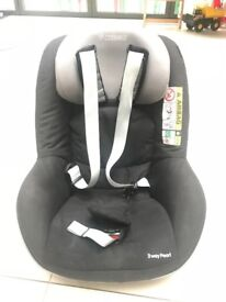 Maxi Cosi 2 Way Pearl & Two way Fix base - sold together