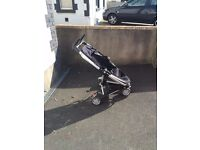 Quinny Buzz Pram in Rocking Black. Excellent condition. Instruction manual and accessories