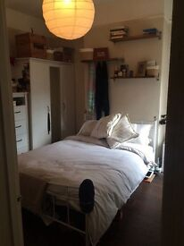 Bedroom to rent in 3 Bed Large Townhouse Cirle and District line