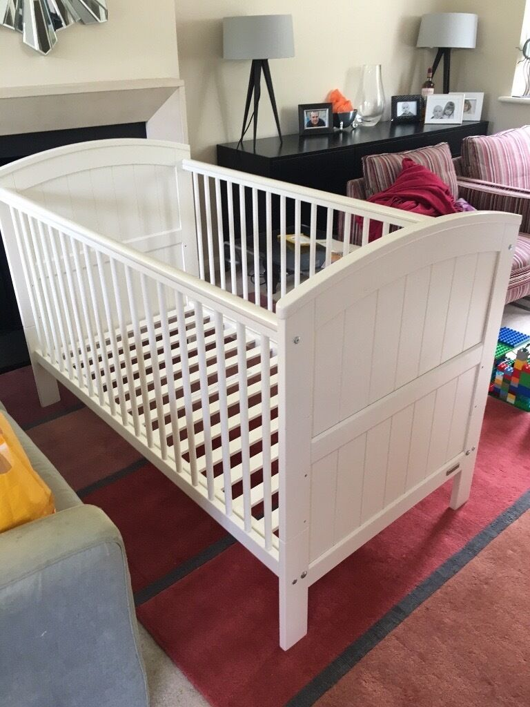 Gorgeous white cot/bed! In fantastic condition and very sturdy