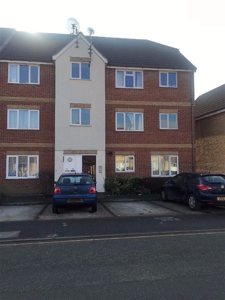 PLEASED TO OFFER A MODERN 2 BED APARTMENT LESS THAN 2MINS WALK TO GOODMAYES STATION FOR £1250PCM !!