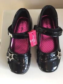 Girls black patent shoes infant 9 NEW with Diamante star