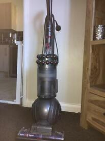 Dyson cinetic big ball Hoover