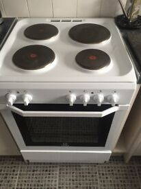 White electric 60cm cooker indesit