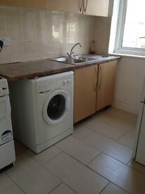 NEWLY REFURBISHED LARGE 1 BED FLAT TO RENT IN 6 MINS FROM ROMFORD STATION . VERY CLEAN AND MODERN.