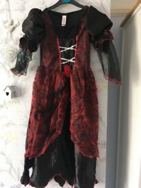 Girls gothic which fancy dress