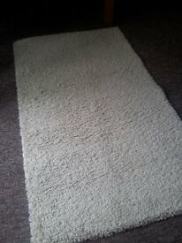 CREAM SHAGGY RUG AS NEW