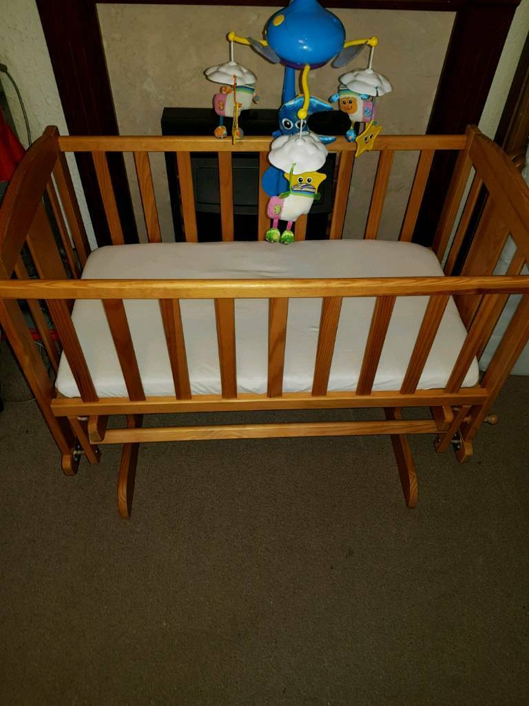 Swinging crib and mattress with cot mobile